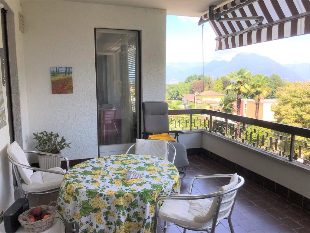 Vendiamo appartamento Agra - Balcone